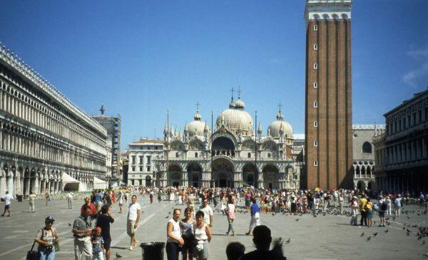 Как проехать на площадь Венеции?